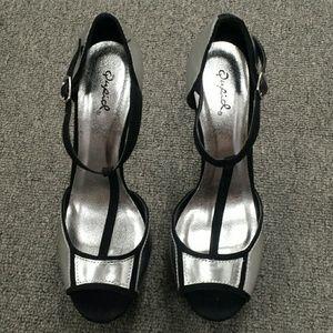 Qupid open-toed heels NWOT
